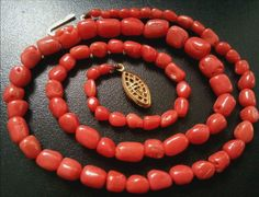 Coral, Bracelets, Accessories, Jewelry, Antique Necklace, String Of Pearls, Silver Necklaces, Jitter Glitter, Jewlery