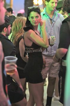 Photos-all-Celebrities-Coachella-Festival-2010-including-Agyness-Deyn-Peaches-Geldof-Katy-Perry.jpg (2000×3000)