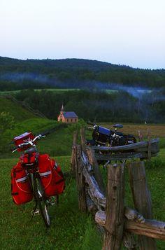 Cyclotourisme... la beauté du vélo en Mauricie ! Photo: Sébastien Larose / Suggestions de balades dans la région:  http://blogue.tourismemauricie.com/paysages/velo-en-mauricie-plus-de-18-parcours-ou-rouler-a-velo-dans-la-region.html