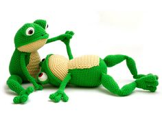 This is Fritz the Frog. He is very flexible (especially his legs) and is fond of yoga. But he also loves to lay down and relax in the grass. Or even better... in your bed! With this crochet pattern you can make your own frog! The pattern is in pdf format and provides detailed