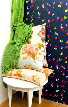 Tienda de El hogar ideal, cojines con flores, flowers cushion, geen plaid. http://elhogarideal.com/es/30-cojines-ideal-