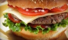 Here is a healthy hamburger recipe that is better for you, courtesy of the bistroMD chef! Healthy Diet Plans, Easy Healthy Recipes, Healthy Eating, Pork Burgers, Burger And Fries, Diner Recipes, Burger Recipes, Diner Food, Diet Meal Delivery