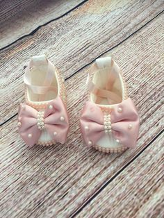 Pink and White Baby Shoes Pink Baby Shoes White Baby Shoes Gold Baby Shoes, White Baby Shoes, Ivory Shoes, Ella Shoes, Bow Shoes, Bling Shoes, Baby Chanel, Baby Shoes Tutorial, Baby Doll Shoes
