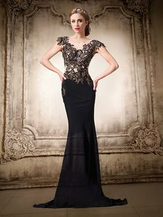 Formal Evening Dress - Black Plus Sizes / Petite Trumpet/Mermaid V-neck Floor-length Chiffon / Lace - USD $129.99