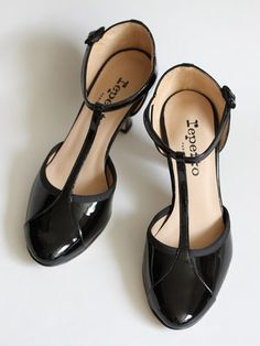 Salomés contemporaines en cuir vernis, REPETTO (France) Flapper shoes