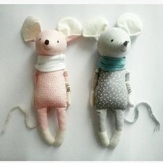 INKA EDVIN two little mice made to order handmade eco toyInka and Edvin are two good friends. They are always together, understand each other without words. Inka likes to talk and can be very fast! Edvin oposite, he's quiet and calm. Tilda Toy, Handmade Stuffed Animals, Fabric Animals, Baby Mouse, Fabric Toys, Paper Toys, Cute Toys, Sewing Toys, Designer Toys