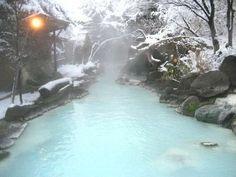 安達屋旅館:冬の大露天風呂雪景色を望みながら湯浴みをお楽しみください Outdoor Decor