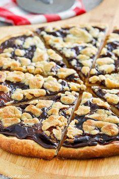 Chocolate Pizza, Easy Chocolate Desserts, Homemade Desserts, Chocolate Recipes, Easy Desserts, Delicious Desserts, Chocolate Pudding, Baking Recipes, Cookie Recipes
