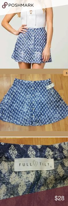 Button up skater skirt Excellent condition! Listed forever 21 for exposure. Forever 21 Skirts Circle & Skater