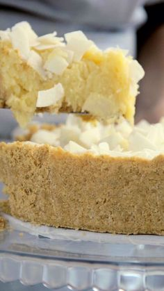 Uma torta de coco linda e saborosa que vai conquistar todo mundo! Best Coconut Cake Recipe, Pie Coconut, Cookie Recipes, Dessert Recipes, Savoury Cake, Food Cakes, Clean Eating Snacks, Sweet Recipes, Food Porn