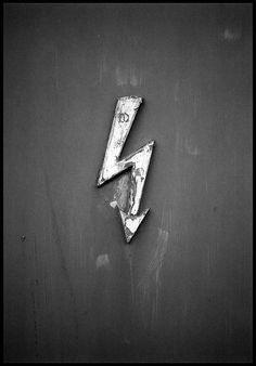 Harry Potter door-marker? Downwards arrow? DANGER: Lightning? The world may never know...
