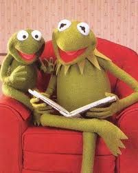 Miss Piggy, Sapo Kermit, Celebrities Reading, Gold Christmas Decorations, Kermit The Frog, Jim Henson, Meme Template, I Love Reading, Toad