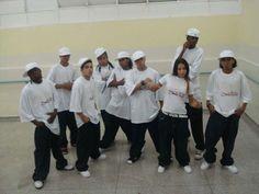 """Professor de Hip Hop, Street Dance, coreógrafo e líder do grupo de dança Cybernétikos Soul Street's, um dos finalistas do concurso Street Culture Hip Hop Internacional Brasil. Este é Everson Magnavita, 22 anos, morador da comunidade São Remo, localizada na Cidade Universitária da USP, Campus Butantã. """"Gordinho"""", como é conhecido, foi convidado para representar o...<br /><a class=""""more-link"""" href=""""https://catracalivre.com.br/geral/urbanidade/indicacao/o-dancarino-de-hip-hop/"""">Continue lendo…"""