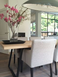 Modern Dining Room Ideas – Modern style design has clean lines and curves, without clutter. Decor Interior Design, Interior Styling, Interior Decorating, Dining Corner, Dining Room Design, Home And Living, Interior Inspiration, Home Fashion, Sweet Home
