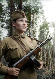 Ww2 Women, Military Women, Military History, Army Gears, Combat Medic, Female Soldier, Red Army, Women In History, World War Two