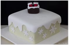 Christmas Cake – On to the plate Snowflake Cake, Snowflakes, Christmas Cake Decorations, Christmas Cakes, Cake Writing, Cake Platter, Marzipan, Fondant Cakes, Cake Decorating