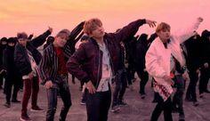 WinNetNews.com - Boyband asal Korea, BTS makin keren aja nih, mereka makin melebarkan prestasinya di industri musik dunia. Kali ini nama mereka terpilih masuk dalam jajaran nominasi Billboard Music Awards 2017 untuk kategori Top Social Artist Nominees.Nah yang lebih oke lagi, pelantun Not Today ini