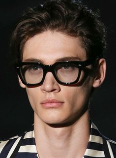 Gucci Spring 2015 Thick wayfarers glasses--nice! Model--lame!