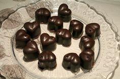 A trüffelkrémes bonbon az egyik legegyszerűbb, otthon is elkészíthető bonbon. De nagyon finom! Recept képekkel, pontos mennyiségekkel!
