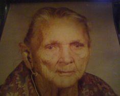 Cherokee woman - no date Cherokee Symbols, Cherokee Tribe, Cherokee Indians, Cherokee Woman, Native American Images, Native American Tribes, Native Americans, Great Lakes Region, My Ancestors