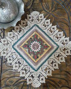 Crochet Table Runner Pattern, Crochet Doily Patterns, Mandala Pattern, Crochet Chart, Crochet Squares, Crochet Granny, Crochet Doilies, Crochet Stitches, Free Crochet