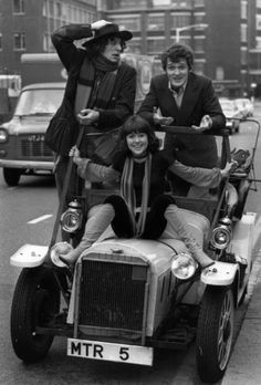 The fourth Doctor, Tom Baker, with companions Harry Sullivan (Ian Marter) and Sarah Jane Smith (Elizabeth Sladen). Great pic