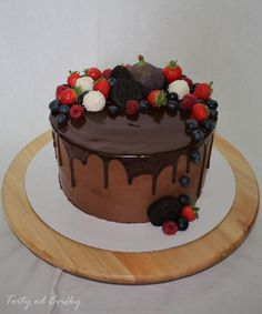 Birthday drip cake with fresh fruits. Birthday Drip Cake, Chocolate Drip Cake, Construction Birthday, Cupcake Party, Drip Cakes, How To Make Cake, Fresh Fruit, Cake Recipes, Cake Decorating