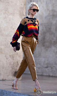 Street style at Paris Fashion Week Spring-Summer 2019 . - Street style at Paris Fashion Week Spring-Summer 2019 – # Sum - Seoul Fashion, Paris Street Fashion, Jakarta Fashion Week, Lakme Fashion Week, Tokyo Fashion, Fashion Moda, Look Fashion, Fashion Shoes, Runway Fashion