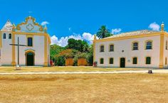 O que fazer em Porto Seguro: dicas para curtir esse destino o ano todo Portugal, Surfing, Mansions, House Styles, Home Decor, Colorful Houses, Bahia, Places, Traveling