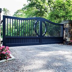 Large farmhouse or transitional design custom driveway entrance gate. I adore the unique circle inset detail designed and installed by Tri State Gate. House Front Gate, Front Gates, Driveway Entrance Landscaping, Driveway Gate, Front Gate Design, House Gate Design, Farm Entrance, Entrance Gates, Iron Garden Gates