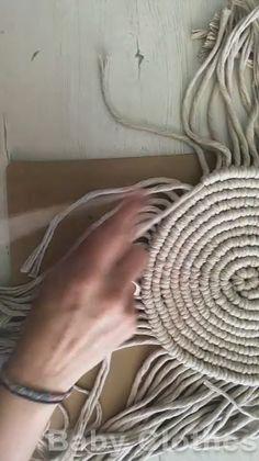 Rope Crafts, Diy Home Crafts, Diy Crafts Videos, Yarn Crafts, Macrame Design, Macrame Art, Macrame Projects, Micro Macramé, Macrame Tutorial