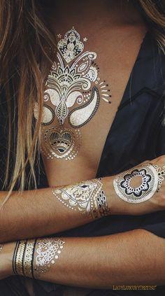 Flash Tattoos for Festivals Boho Outfits, Boho Jewelry, Bridal Jewelry, Jewellery, Punk Fashion, Boho Fashion, Catrina Tattoo, Metal Tattoo, Look Boho
