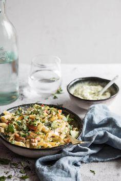Om mee naar je werk te nemen is deze snelle pastasalade zonder meer ideaal. Je kunt het maken met gerookte kip zoals ik hier deed of maak het ter variatie eens met tonijn. Check hier voor het makkelijke en lekkere recept