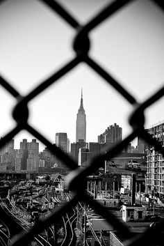 Empire jailed - The Best Photos and Videos of New York City including the Statue of Liberty, Brooklyn Bridge, Central Park, Empire State Building, Chrysler Building and other popular New York places and attractions. Black And White Photo Wall, Black And White City, Black And White Pictures, Black And White Photography, White Art, Monochrome Photography, Black Art, Building Photography, Framing Photography