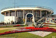 Aquitaine, Round Building, Building A House, Bauhaus, Saint Jean, Tree Trunks, Vintage Interiors, Art Deco, Villa