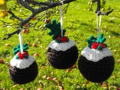 """Free pattern for these Festive   """"Christmas Pudding"""" Tree Ornaments!"""