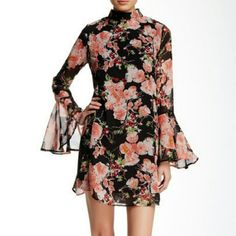 Mock neck floral dress with bell sleeves Mock neck floral print dress with beautiful bell sleeves... lined..... two buttons closure at the neck.... 100% polyester..... my model is a size 2 so that gives you an idea of the fit.....tu5 dee elle Dresses