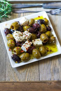 Marinated Olives and Feta Cheese Marinated Olives and Feta Cheese The Domestic Dietitian thedomesticdietitian Mediterranean Appetizers A delicious mediterranean diet inspired appetizer or snack these nbsp hellip Cheese Appetizers Appetizers For Kids, Finger Food Appetizers, Appetizers For Party, Appetizer Recipes, Cheese Appetizers, Appetizer Ideas, Healthy Finger Foods, Party Finger Foods, Party Snacks