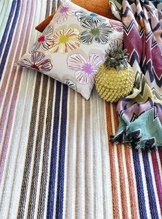 A vibrant mix & match of outlined petals, zigzags and rainbow stripes for cushions, wool gauze throws and rugs Living On The Edge, Linen Bedding, Bed Linen, Home Collections, Missoni, Modern Interior, Spring Time, Product Launch, Throw Pillows