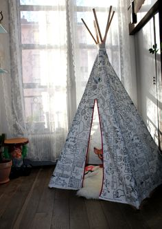 Aujourd'hui je vous présente le D.I.Y du tipi pour enfant que j'ai réalisé pour ma filleule. Pour le réaliser il faut 3 mètres de tissus, 5 tasseaux en bois