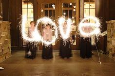 Esta es una de las originales fotos que se pueden tomar con estrellas para tu boda!