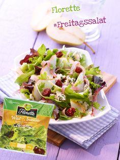 Junge Salatblätter mit Birne, Roquefort, Schinkenstreifen und Cranberries - Vegetarisches Rezept von Florette