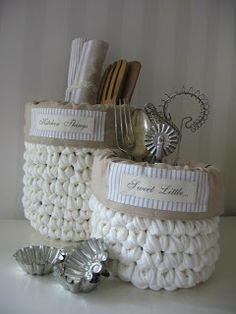 Crochet, basket, heart, gift B Crochet Home, Love Crochet, Crochet Motif, Crochet Doilies, Crochet Yarn, Crochet Patterns, Knit Basket, Basket Weaving, Crochet Baskets