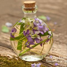 Nancy Baggett's Kitchenlane: Beautiful Violet-Herb Vinegars--Easy, Spectacular Gifts from the Kitchen (and Garden)