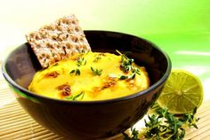 Supă-cremă de mazăre galbenă în stil indian Supe, Cheeseburger Chowder, Indiana, Healthy, Food, Essen, Meals, Health, Yemek