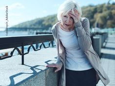Unter Schwindel versteht man eine Störung des Gleichgewichtssinns. Ein Empfinden eines Drehens oder Schwankens, das Gefühl, sich nicht sicher im Raum bewegen zu können, oder auch das Gefühl der drohenden Bewusstlosigkeit. Schwindel gehört in Deutschland zu einer der häufigsten Beschwerden. Häufig ist es nicht einfach, die Ursache zu finden, da es viele verschiedene Gründe für den Schwindel gibt. Für Betroffene ist dies eine sehr unangenehme, oft als bedrohlich wahrgenommene Empfindung. Migraine, Papillomavirus, Examen Clinique, Combattre La Cellulite, Opening Your Third Eye, Feeling Dizzy, Check Up, Vertigo, Vestibular System