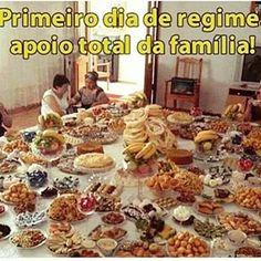 Incentivo familiar... Ajudando a dietas desde 1900... . . . #dietasdadepressao #dieta #dietaja #regime #treino #teamgordo #odeiodieta #personal #academia #fikagrandeporra #fit #fome #fitness #gordo #gordices #humor #jacar #lowcarb #lifestyle #frangocombatatadoce #chocolate #choragorda #fibrado #nutri #nutricao #nutricionista #boanoite #junkfood #teamtreta