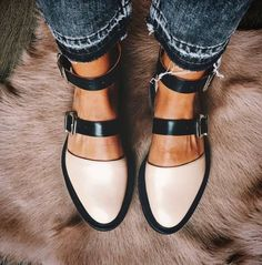 outlet store e40aa 7d02f 44 Good Choice Flat Shoes for Women Work Outfits this Fall