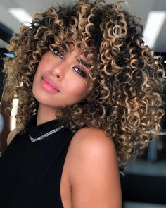 Dyed Curly Hair, Curly Hair Styles, Brown Curly Hair, Colored Curly Hair, Blonde Highlights Curly Hair, Highlights For Dark Brown Hair, Light Brown Hair, Curly Balayage Hair, Natural Hair Highlights
