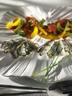 : Sardinas marinadas sobre pimientos dulces